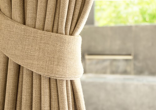 What Are The Differences Between Curtains And Drapes?